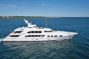 luxury yacht tours
